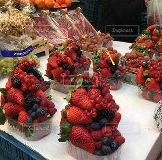 苺,市場,チェコ,ラズベリー,フランボワーズ,ブラックベリー,ブルーべリー,赤スグリ