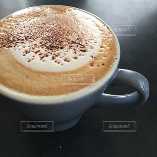 テーブルの上でコーヒーを一杯の写真・画像素材[2943368]