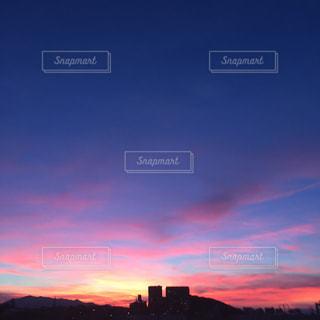 街に沈む夕日の写真・画像素材[1864511]
