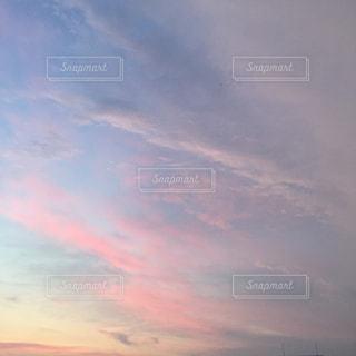 空には雲のグループの写真・画像素材[1867554]