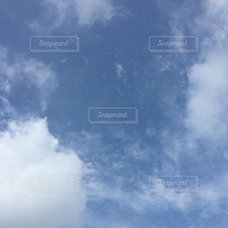 青い空に雲の写真・画像素材[1867599]