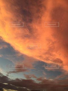空には雲のグループの写真・画像素材[1868368]