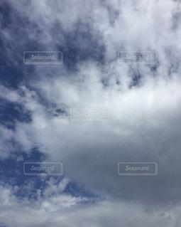 空には雲のグループの写真・画像素材[1869983]