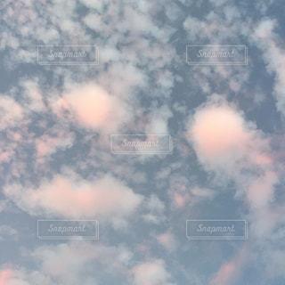 青い空に雲の写真・画像素材[1870004]