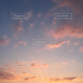 空には雲のグループの写真・画像素材[1870087]