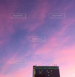 街に沈む夕日の写真・画像素材[1870280]