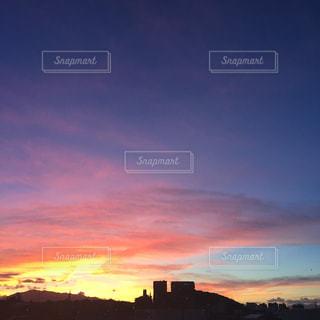 都市の夕日の写真・画像素材[2412833]