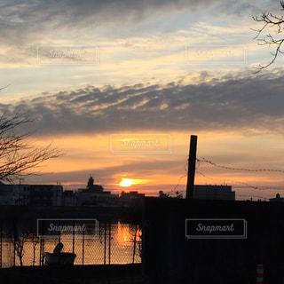 日没時の街の眺めの写真・画像素材[2415220]