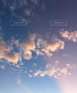 空に雲の群しをするの写真・画像素材[2424224]