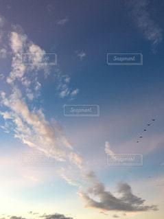 空に雲の群しをするの写真・画像素材[2424268]