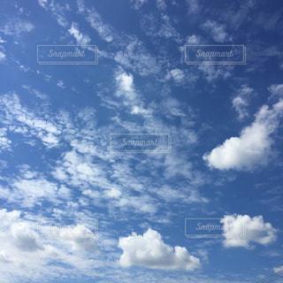 空に雲の群しをするの写真・画像素材[2428375]