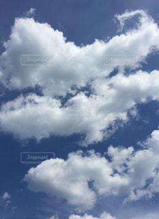 空に雲の群しをするの写真・画像素材[2441620]