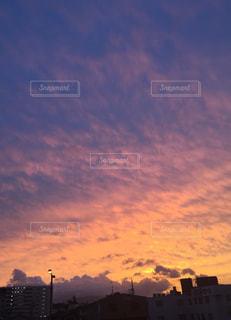 日没時の都市の眺めの写真・画像素材[3419748]