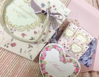 ピンク,プレゼント,パステル,リップ,花柄,ラデュレ,化粧品,チーク