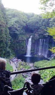 夏,景色,滝,涼しい,旅行,ツーショット,おばあちゃんとひ孫