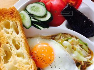 夏,トマト,野菜,目玉焼き,フランスパン,モーニング,手作り,家カフェ,朝飯