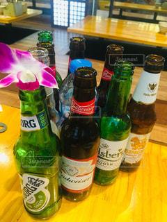 花,お酒,屋内,海外,ハイビスカス,グラス,ビール,レストラン,ベトナム,乾杯,昼下がり,バー,休日,午後,ドリンク,酒,休み,アルコール,ハノイ,海外生活,空き瓶,日曜日,ビアホール,ビアバー,ビアホイ,カフェ&バー