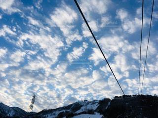 自然,アウトドア,空,冬,スポーツ,雪,屋外,雲,青空,山,人物,スキー,ゲレンデ,レジャー,スキー場,リフト,スノーボード,日中,クラウド