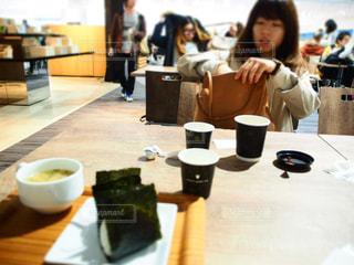 女性,カフェ,おにぎり