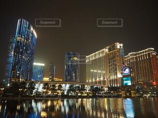 夜の街の景色の写真・画像素材[1020023]