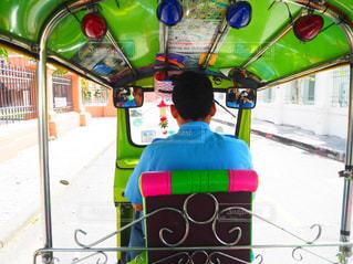 男性,乗り物,緑,後ろ姿,人物,タイ
