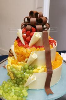 ケーキ,かわいい,結婚式,フルーツ,オシャレ,リボン,ウエディング,豪華,華やか,憧れ,ケーキカット,デザイン賞