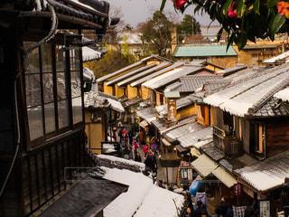雪上がりの二寧坂の写真・画像素材[907360]