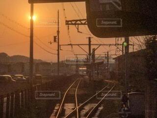 朝日,正月,お正月,日の出,和歌山電鐵,新年,初日の出,車両,レール,たま電車,伊太祁曽駅
