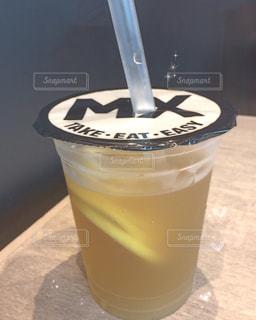 テーブルの上のコーヒー カップ - No.894101