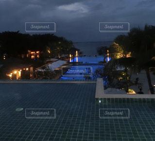 夜の街の景色の写真・画像素材[1032987]