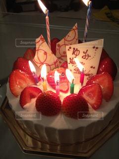 ケーキ,いちご,クリーム,ろうそく,お祝い,ハッピーバースデー,お誕生日,ホールケーキ,ショートケーキ,いちごショート