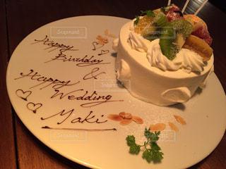 ケーキ,クリーム,フルーツ,お祝い,ハッピーバースデー,プレート,お誕生日,ウェディング