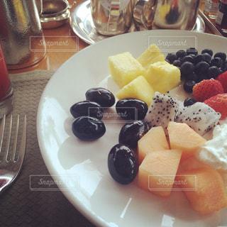 朝食,いちご,フルーツ,ブルーベリー,パイナップル,ドラゴンフルーツ