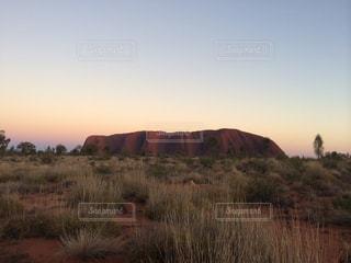 景色,朝焼け,オーストラリア,日の出,エアーズロック,海外旅行,ウルル,一枚岩