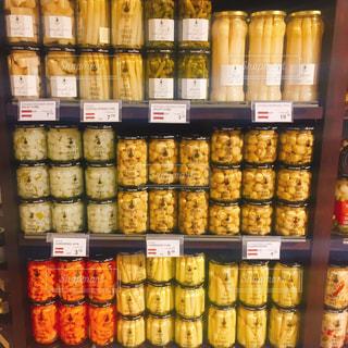 カラフルで楽しい海外のスーパーマーケットの写真・画像素材[1832029]