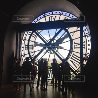海外,後ろ姿,時計,影,シルエット,人物,逆光,人,フランス,パリ,美術館,うしろ姿,オルセー美術館