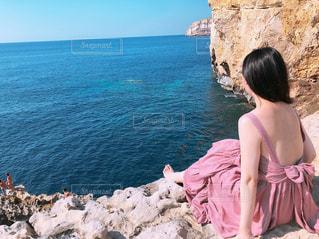 女性,海,海外,ワンピース,後ろ姿,背中,リボン,うしろ姿,マルタ島,マルタ共和国,コミノ島