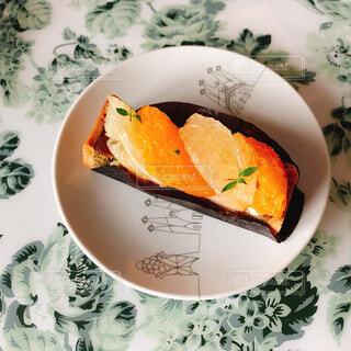 皿の上に食べ物のボウルの写真・画像素材[4329074]