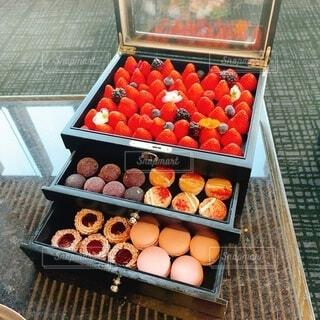 箱の中のオレンジのグループの写真・画像素材[4810119]