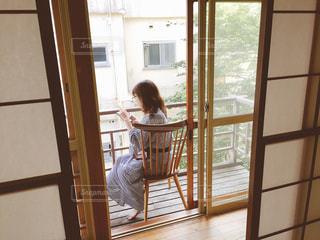 しっぽり縁側女子の写真・画像素材[795634]