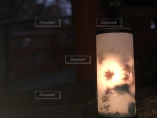 近くのガラス花瓶の写真・画像素材[912708]