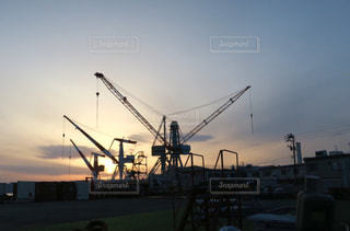 造船の町の夕暮れの写真・画像素材[986487]