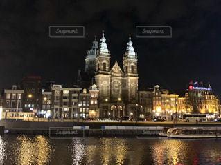夜景,ヨーロッパ,観光,ライトアップ,オランダ,アムステルダム,河川,大聖堂