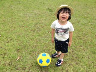 少年サッカー ボールを保持しています。の写真・画像素材[1263356]