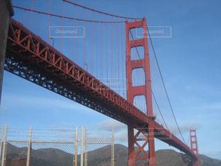 水の体の上の橋の写真・画像素材[1012910]