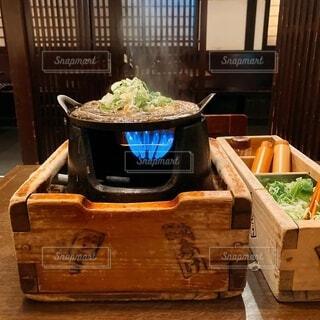 湯気が立ってる熱々のどじょう鍋の写真・画像素材[3971090]