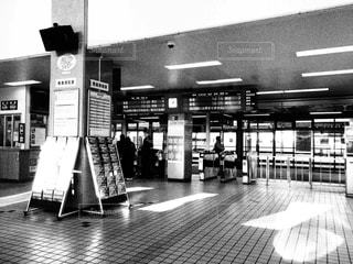 近くに地下鉄の駅のアップの写真・画像素材[852457]