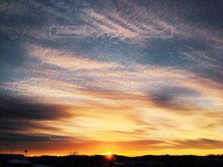 山に沈む夕日の写真・画像素材[960186]