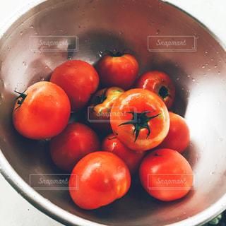 フルーツがいっぱい入ったボールの写真・画像素材[1201136]