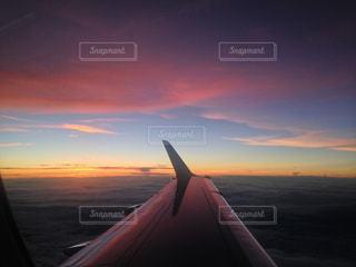 水の体に沈む夕日の写真・画像素材[959214]